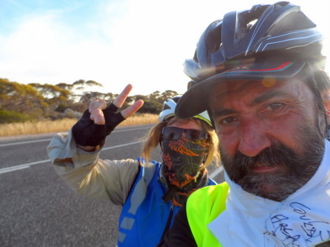 2000 km - Cycling Across Australia