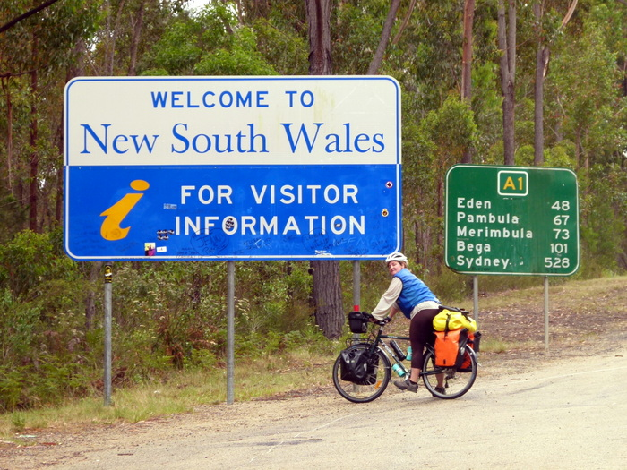Crossing the border to NSW - Cycling Across Australia