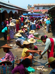 Myanmar photos - Market at Inle Lake