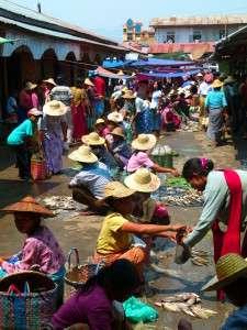 Myanmar photos - Market at Inle Lake