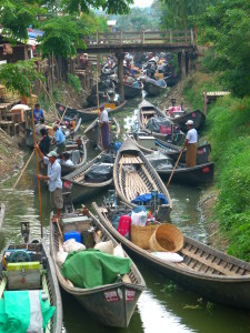 Myanmar photos - Traffic jam at Inle Lake