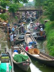 Myanmar photos - Traffic jam at Inle Lake